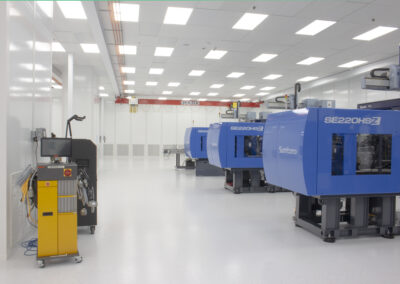 plastic-injection-molding-cleanroom-9